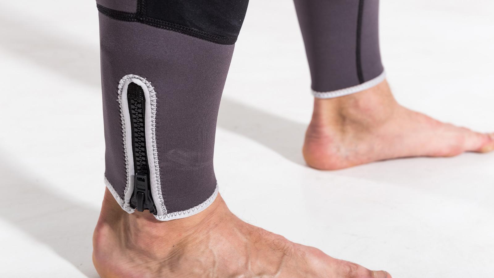 замки гидрокостюма на ногах