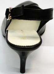 Закрытые босоножки на низком каблуке Kluchini 5190 Black.