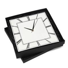 Настенные часы квадратные
