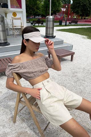 Короткая блуза с рукавами-фонариками цвета тауп
