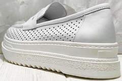 Летние лоферы кроссовки с толстой подошвой женские Derem 372-17 All White.