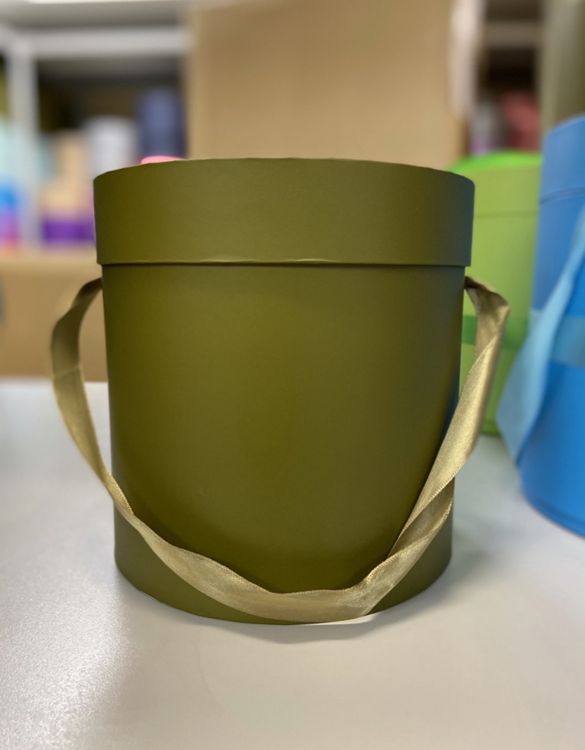 Шляпная коробка эконом вариант 20 см Цвет: Болотный. Розница 400 рублей .
