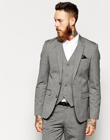 Серый пиджак кроя слим