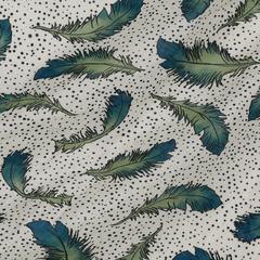 Шелковистый тонкий лён с принтом перьев на светлом