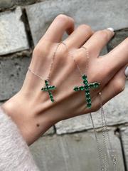 Крест из серебра с изумрудными цирконами