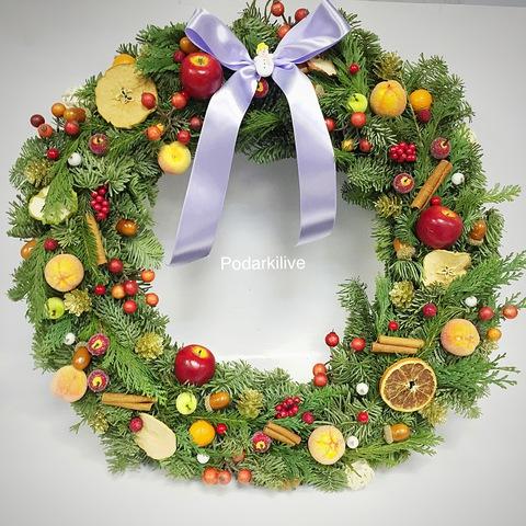 Новогодний веночек из ели Фруктовый