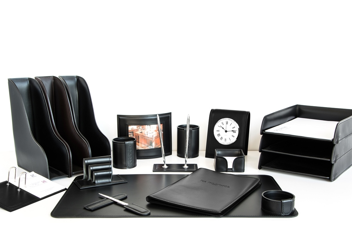 Набор на стол руководителя из итальянской кожи Cuoietto арт.1001-CT 18 предметов.