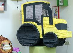 Пиньята трактор- Асфальта укладки