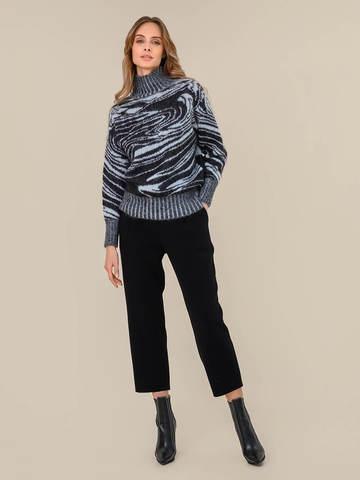 Женский свитер черного цвета из мохера - фото 5