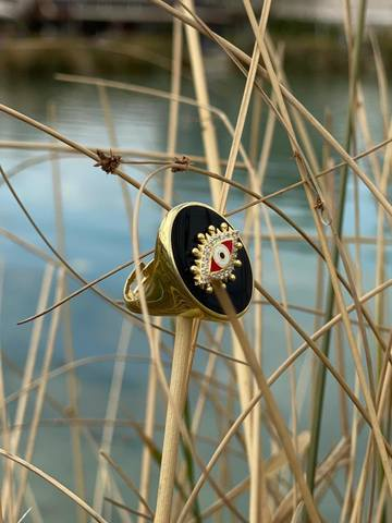 The Eye signet ring in gold plated silver with black enamel