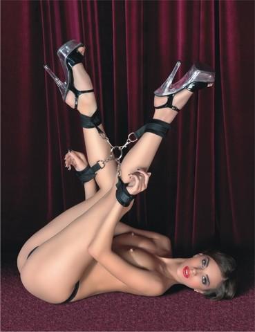 Сцепка рук и ног с фиксирующими ремнями