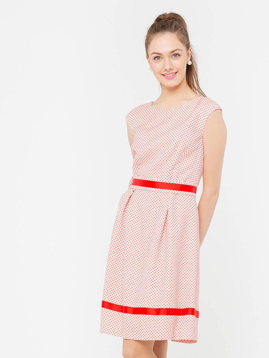 Платье З199б-796 - Эффектное летнее платье без рукавов. Модель имеет А-силуэт, который выгодно подчеркивает талию и бедра, скрывая при этом недостатки. Контрастная отделка подола и области талии выглядит нарядно и привлекает внимание. Платье подойдет для отпуска и офисных будней и составит великолепную основу образа в романтическом стиле.