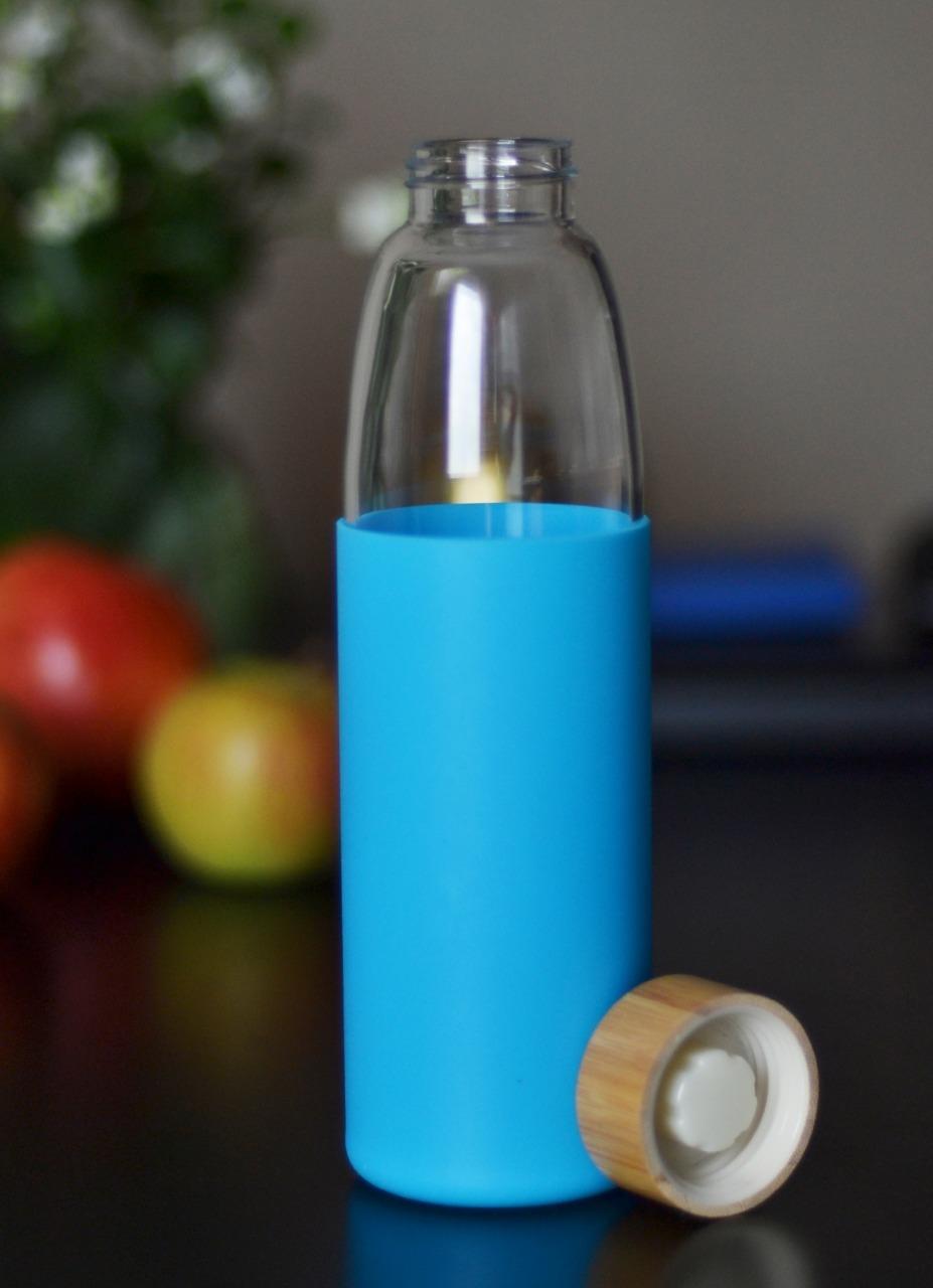 Бутылка из боросиликатного стекла 0,55 л. в силиконовом чехле голубая