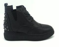 Ботинки черного цвета.Натуральная кожа.Сплошная подошва.