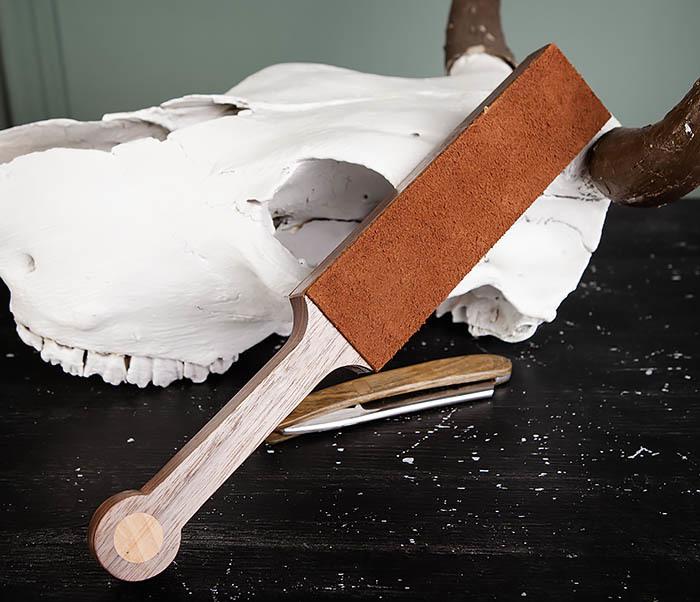 RAZ464 Кожаный ремень с деревянной рукояткой для правки бритвы фото 05
