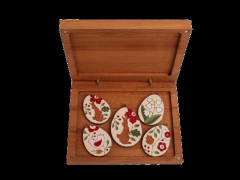Подарочный набор из пяти пасхальных яиц в большой коробке