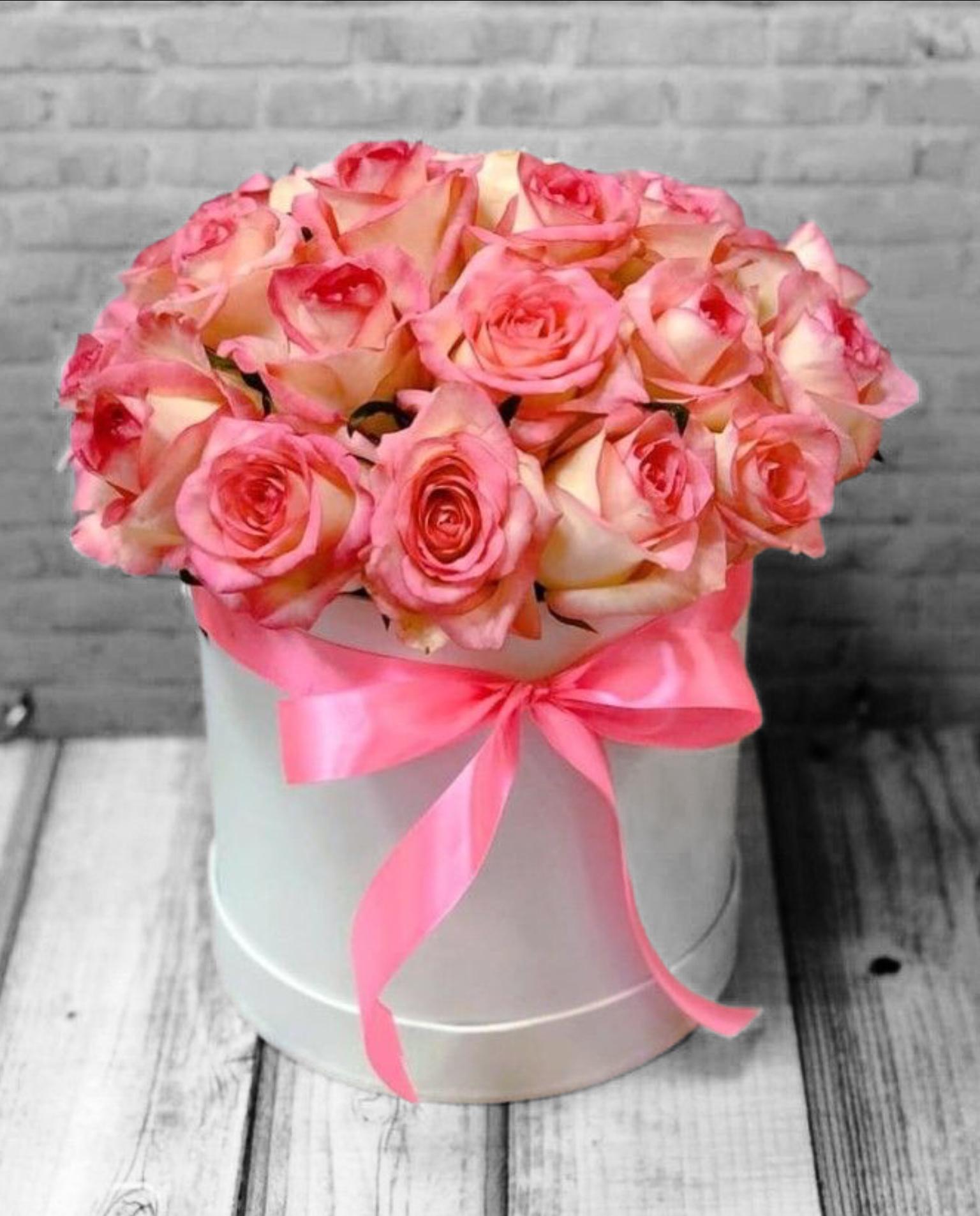 Розы в шляпной коробке Роза 21 шт (ШК-10)