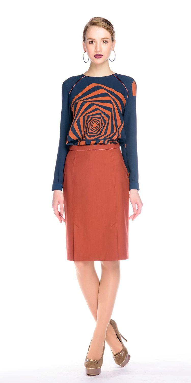 Блуза Г566-537 - Блузка прямого силуэта с втачным рукавом. Плечевые кокетки оформлены контрастным кантом. Эффектный принт в виде графичной розы.