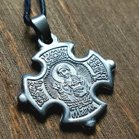 Нательный крест с иконой святой Марии с серебрением