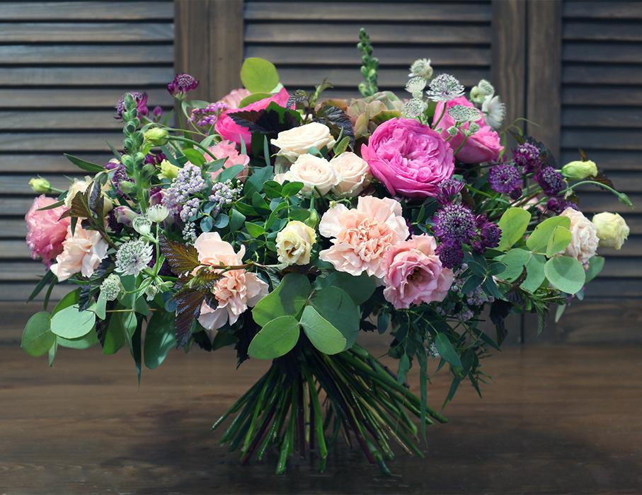 Авторский дизайнерский вип букет с гортензией и пионовидной розой в Перми купить