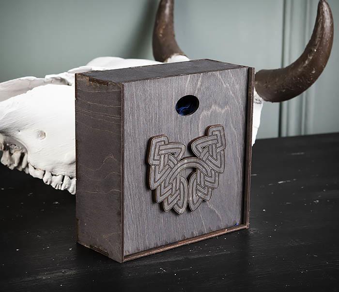 BOX218-1 Подарочная коробка из  дерева с бородой (17*17*7 см) фото 03