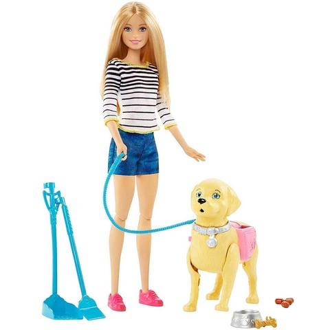 Барби на прогулке с щенком