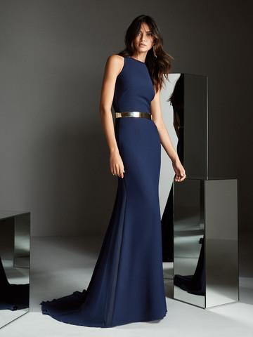 Вечернее платье классическое с изящным шлейфом