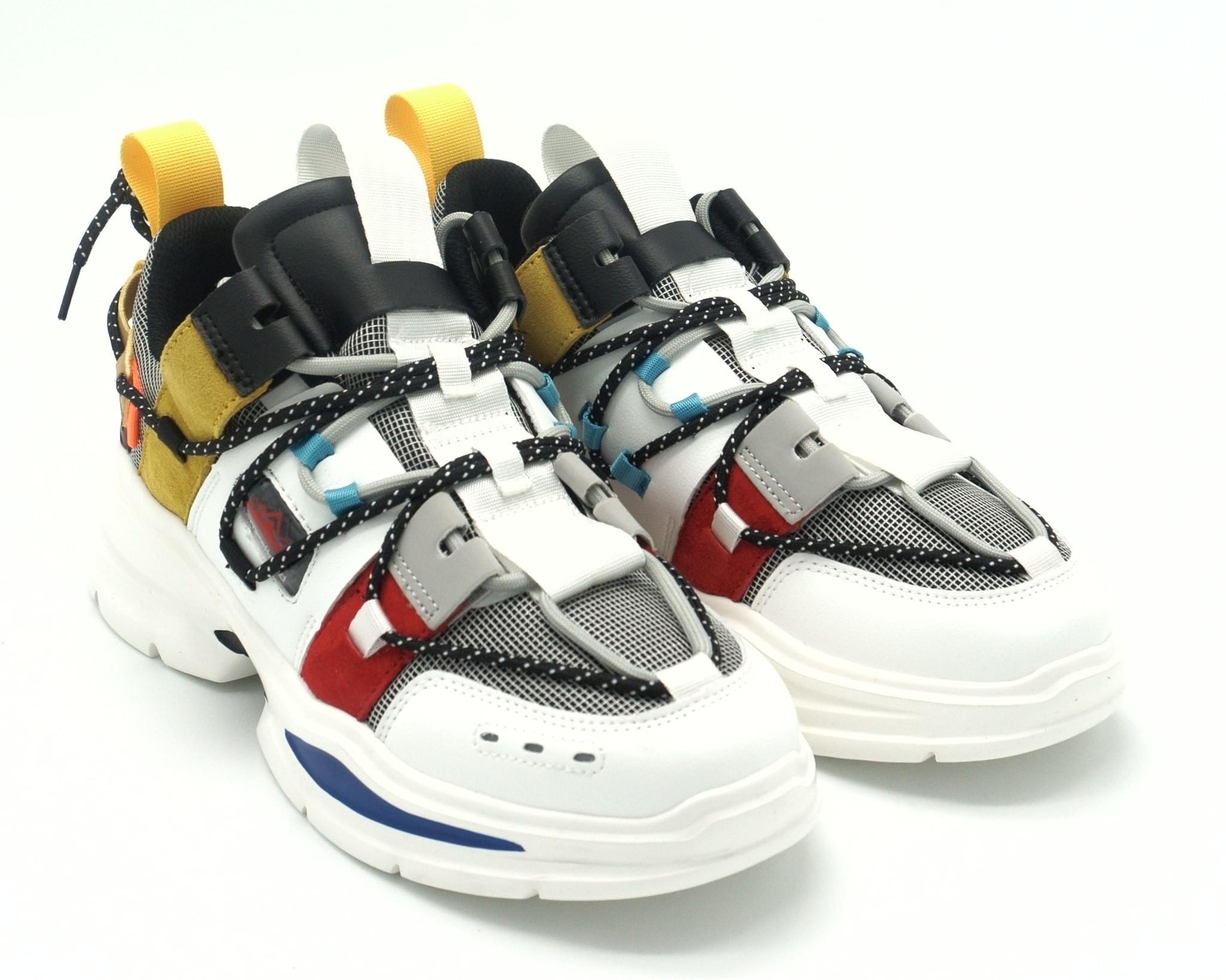 Кроссовки на массивной подошве с яркими вставками