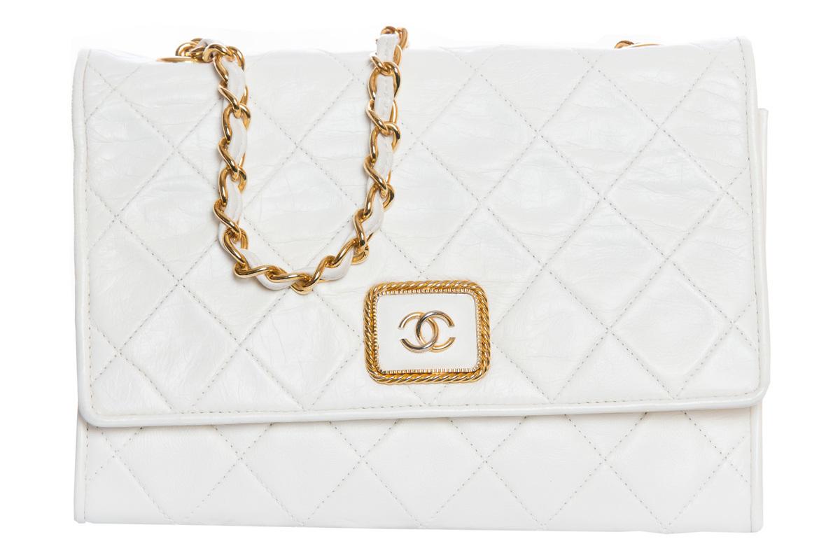 Изящная белая сумка-клатч от Chanel
