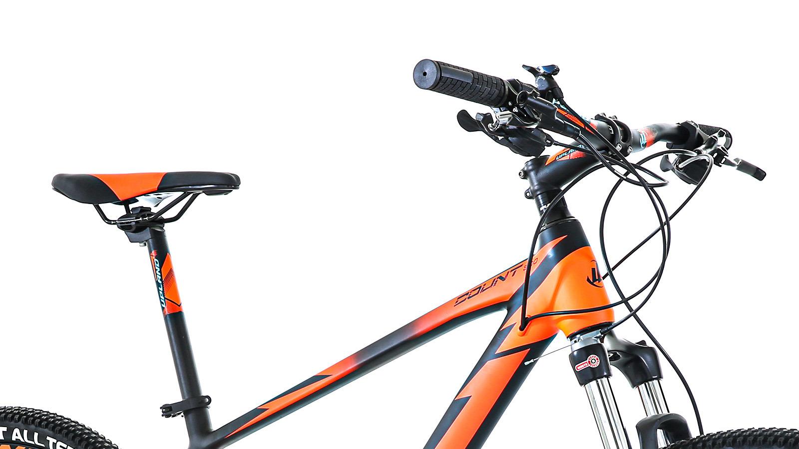 руль и сидение горного велосипеда