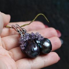 Серьги из темного жемчуга барокко с бусинками натурального аметиста