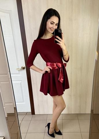 Бант. Коротка сукня з пишною спідницею. Бордо