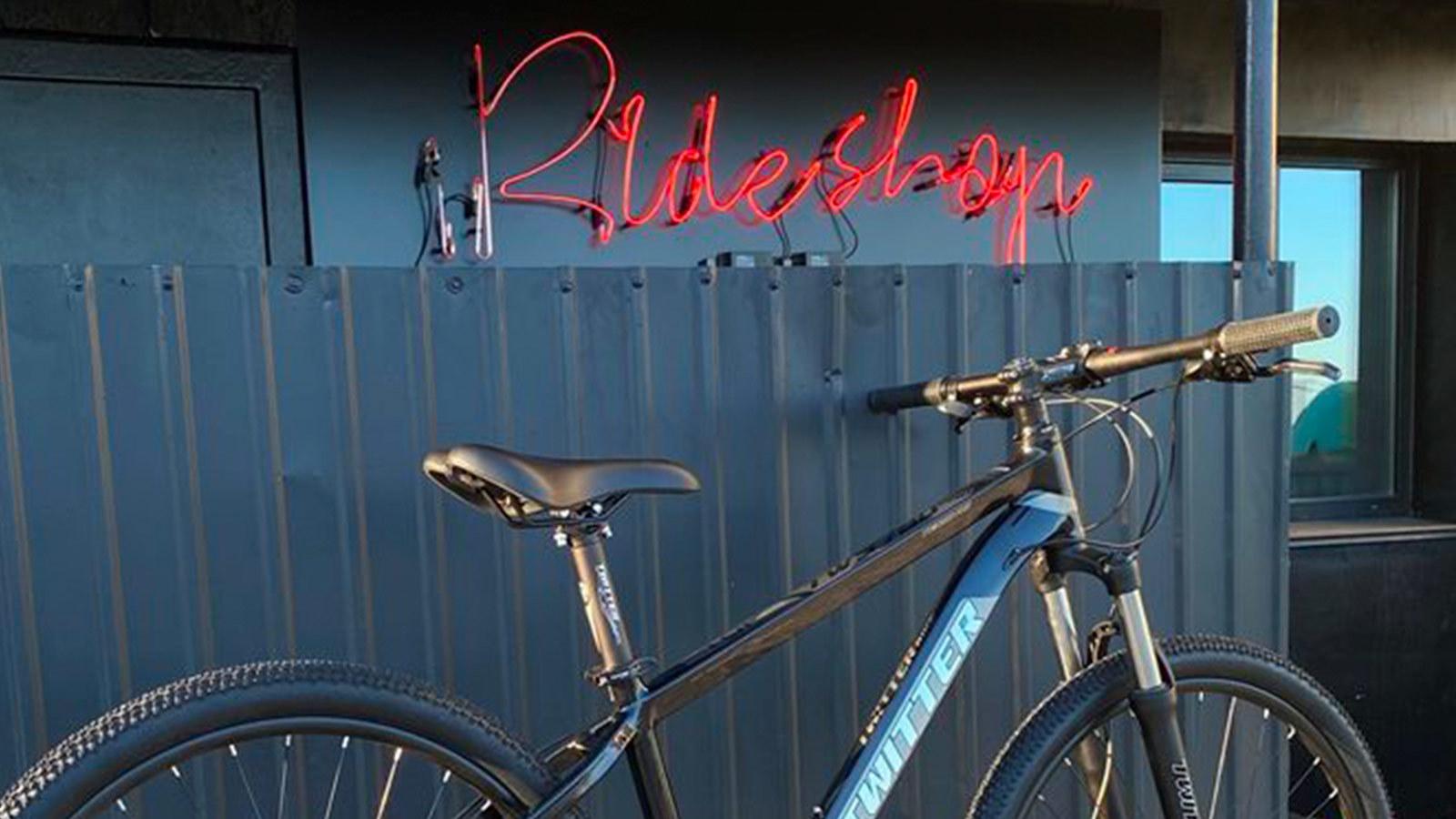 седло и руль горного велосипеда