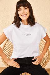 Qadın üçün yazılı ağ t-shirt 10601002