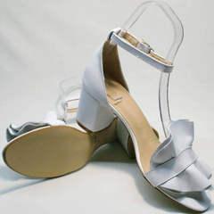 Красивые сандалии босоножки на толстом каблуке с ремешком Ari Andano K-0100 White.
