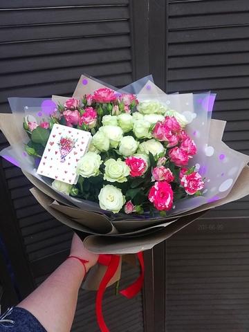 Букет из 7 кустовых роз #2010