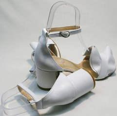 Кожаные женские босоножки открытые на каблуке Ari Andano K-0100 White.