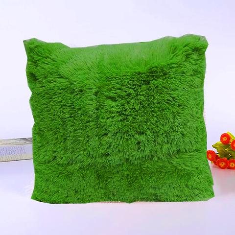 Подушка интерьерная с длинным ворсом зеленого цвета