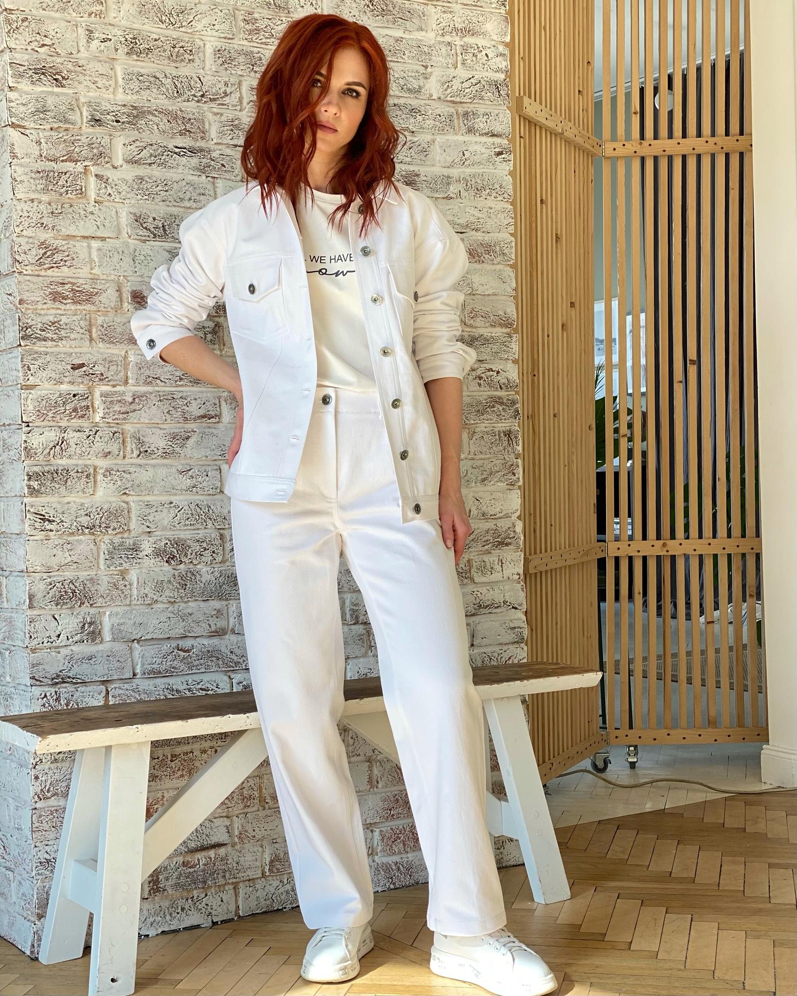 Прямые брюки-джинсы