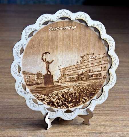 Тарелка сувенирная ДекорКоми из дерева
