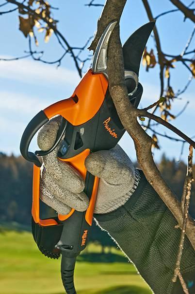 Аккумуляторный секатор для обрезки кустов и деревьев PELLENC