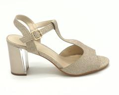Золотистые босоножки на высоком устойчивом каблуке