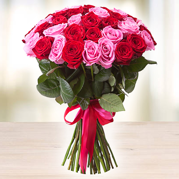 Букет из красных и розовых роз МАЛИНОВЫЙ МИКС 51шт 70см