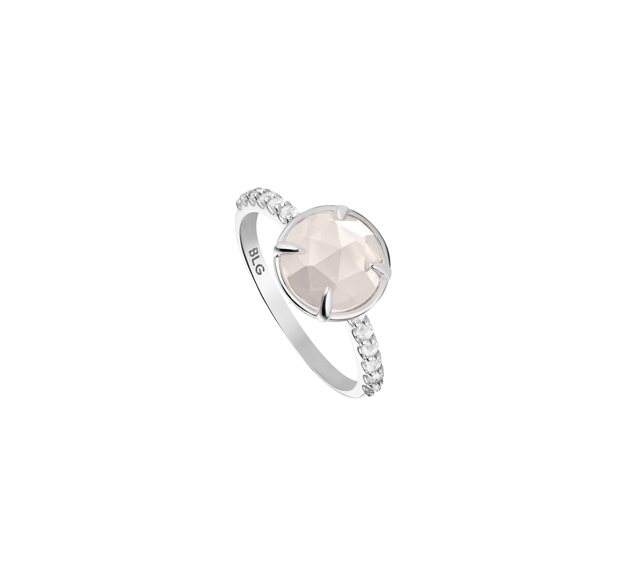 Нежное тонкое кольцо из серебра с белыми топазами