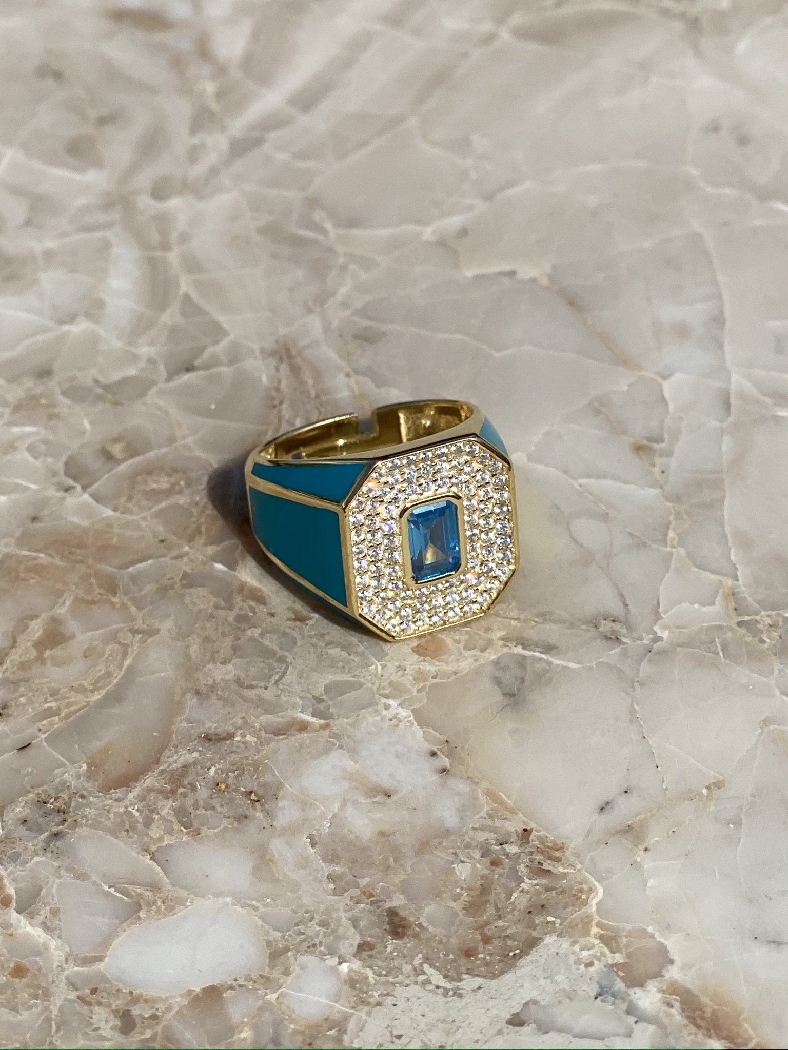 Signet ring in gold plated silver with blue enamel and zircons