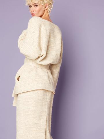 Жакет свободного кроя на поясе светло-бежевый букле шерсть