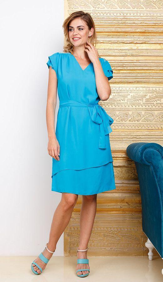 Платье З260-305 - Универсальное летнее платье с асимметричной линией низа и рукава в интересном голубом цвете подойдет для повседневных образов и для романтического свидания. Отдельный пояс позволяет выделить линию талии. В модели V-образный вырез, который удлиняет шею и подчеркивает хрупкость. Платье из вискозы, она хорошо воздухопроницаемая и обеспечивает комфорт даже в жаркую погоду.
