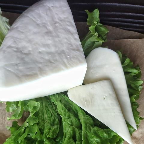 Фотография Сыр сулугуни из коровьего молока / 250 гр купить в магазине Афлора