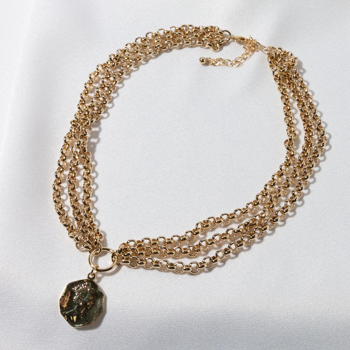 Колье трехрядное из цепей с монетой (золотистый)