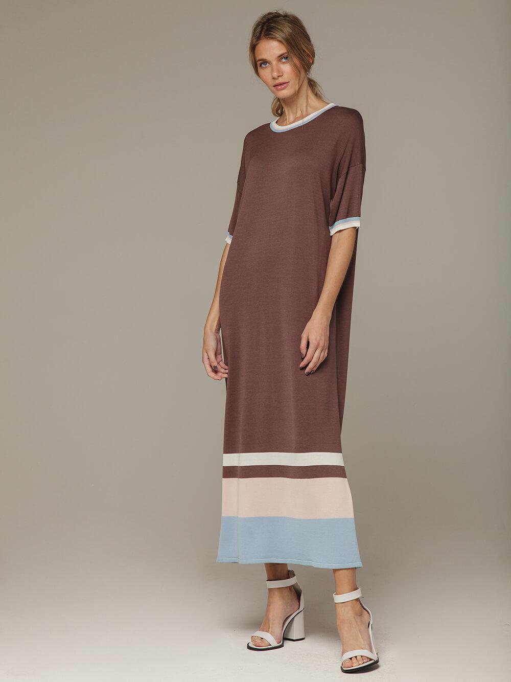 Платье в кофейном цвете прямого силуэта из шелка с вискозой, легкое и струящееся - фото 1